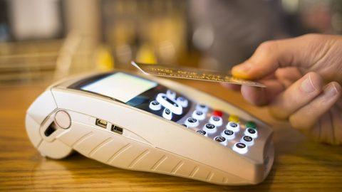 Pagamenti digitali continuano a crescere, è boom del contactless